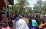 Ratusan Warga Saksikan Rekonstruksi Pembunuhan Anak Kandung