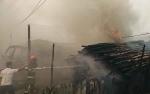 Kemunculan Ledakan Gegerkan Warga saat Kebakaran Kayu Galam dan Truk