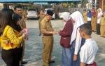 Kemenag Kapuas Beri Penghargaan kepada Empat Siswa Madrasah Berprestasi pada KSM Tingkat Provinsi