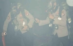 Kabut Asap Tebal, Personel Ditsabhara Polda Kalteng Gunakan Masker Tabung Oksigen