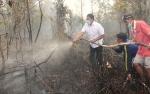 Bupati Pulang Pisau Ikut Padamkan Kebakaran Lahan di Tumbang Nusa