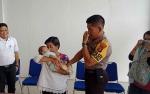 Suasana Haru Selimuti Penyerahan Bayi Dibuang dari Polsek Murung ke Dinas Sosial