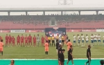 Sempat Ditunda 10 Menit karena Asap, Kickoff Kalteng Putra kontra PSIS Semarang Akhirnya Dimulai
