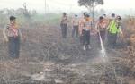 Polres Kobar Ajak Mahasiswa dan Pelajar Padamkan Lahan Terbakar