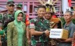 Peringati HUT ke - 74 TNI, Kodam XII/Tanjungpura Gelar Bakti Sosial di Perbatasan Indonesia - Malaysia