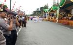 51 Anggota Polres Kobar Amankan Pawai Budaya Nasi Adab