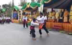 Video Rombongan Kesultanan Kutaringin dan Atraksi Beladiri Sambar 12 Saat Pawai Nasi Adab