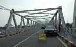 Ada Getaran, Warga Sempat Khawatir Melintasi Jembatan Kahayan