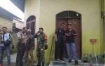 Polisi Periksa Rumah Keluarga Pelaku Penyerangan Menkopolhukam Wiranto