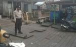 Personel Polsek Kapuas Barat Periksa Keamanan dan Alat Keselamatan Feri Penyeberangan