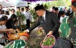 Hadiri Pemakaman Penerjun Pertama Imanuel Nuhan, Sekda Kalteng: Kami Turut Berduka