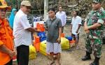 BPBD Kapuas Salurkan Bantuan Kepada Korban Kebakaran 2 Rumah di Desa Mantangai Hilir