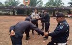 Personel Satbinmas Polres Kapuas Beri Pelatihan PBB dan Bela Diri kepada Security