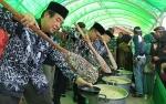 2.500 Mangkuk Bubur Mandi Safar Dibagikan Kepada Masyarakat