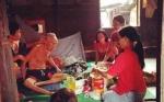 Komunitas Ibu Muda Gunung Mas Rutin Bagikan Sembako Tiap Bulan