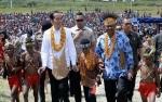 Masyarakat Sambut Kedatangan Presiden Jokowi di Pegunungan Arfak