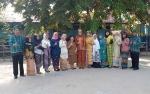 Petugas Upacara Hari Sumpah Pemuda di SDN 2 Persil Raya Gunakan Pakaian Adat