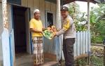 Bhabinkamtibmas Desa Muara Bumban Berbagi Berkah di Hari Jumat