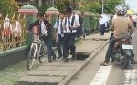 Trotoar Depan SMPN 1 Kuala Pembuang Bahayakan Pejalan Kaki