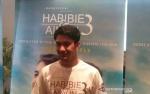 Reza Rahadian Dirias Enam Jam di Film Habibie & Ainun 3