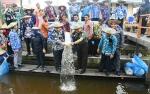 120 Ribu Bibit Ikan Ditebar di DAM Trinsing