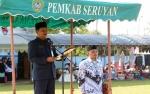 Pejabat Sekda Pimpinan Upacara Hari Guru Nasional