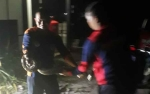 Damkar Kotawaringin Barat Amankan Ular Sanca Ukuran 3 Meter, Sembunyi di Tumpukan Panci