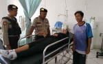 Sepasang Suami Istri Jadi Korban Pohon Tumbang saat Melintas di Jembatan Seruyan