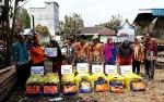 BPBD Kapuas Salurkan Bantuan Korban Terdampak Kebakaran 5 Rumah di Handel Bakambat