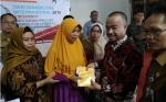 Bupati Seruyan Serahkan Bantuan Jaminan Hidup Penyandang Disabilitas