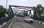 Pemasangan Nama Perindah Jembatan Ir Soekarno di Seruyan