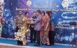 Bupati Barito Timur Serahkan Paket Sembako Gratis kepada Masyarakat Prasejahtera