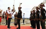 Jokowi Diberi Gelar Derayen Acang Aco oleh Tokoh Adat Dayak Krayan
