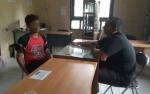Satpol PP Ciduk Pemuda Histeris Efek Mabuk Lem di Pasar Indra Sari