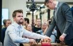 Carlsen Alami Kekalahan Pertama, Tapi Kokoh di Puncak Catur Kilat