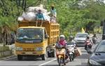 DLH Kobar Kerahkan Tim Buser Sampah Atasi Sampah Seusai Perayaan Tahun Baru
