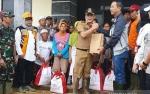 Presiden Jokowi Kirim Bantuan 6.000 Paket Sembako ke Sukajaya Bogor