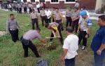 Hijaukan Lingkungan Polres Seruyan dengan Tanam Pohon Buah