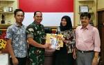 KPU Kapuas Sambangi Kodim Bersilaturahmi dan Serahkan Buku Profil Anggota DPRD