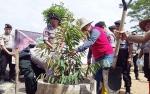 Peduli Penghijauan, Polres Barito Timur Tanam 600 Pohon Buah-buahan