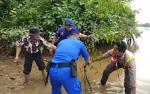 Satpolair Polres Kapuas Gandeng Anggota Pramuka Tanam Pohon Mangrove