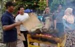 Sensasi Makan Durian Bakar di Pangkalan Bun Park