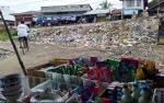 Pedagang Pasar Ampah Keluhkan Aroma Menyengat Sampah di Depan Pasar