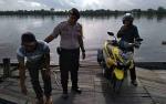 Personel Polsek Pulau Petak Patroli Keamanan ke Feri Penyeberangan