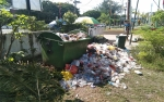 Kawasan Taman Tugu Soekarno Palangaka Raya Masih Terlihat Tumpukan Sampah