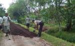 Bhabinkamtibmas Kelurahan Kalampangan Ajak Warga Kerja Bakti di Hari Libur