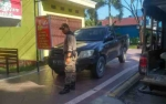 Satpol PP Kotawaringin Barat Tertibkan Kendaraan Parkir di Trotoar
