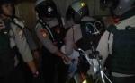 Dua Pemuda Nongkrong di Pinggir Jalan Kedapatan Bawa Sajam dan Miras
