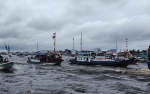 Puluhan Kapal Nelayan Iringi Prosesi Tabur Bunga Syukuran Laut Jelai