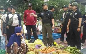 Satpol PP Palangka Raya Sosialisasikan Peruntukkan Car Free Day ke Pedagang Kaki Lima